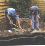 Установка садового пластикового пруда
