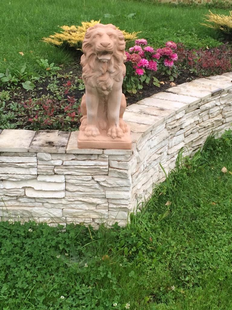 Специальный состав садовых фигурок отлично передает фактуру и характер